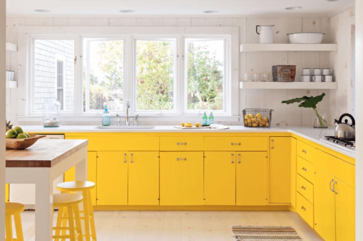 Cum sa adaugati culoare si farmec unei bucatarii monotone for Kitchen colors with white cabinets with flower pictures wall art