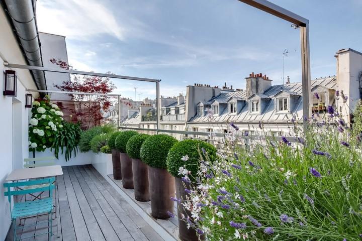 balcon amenajat cu flori