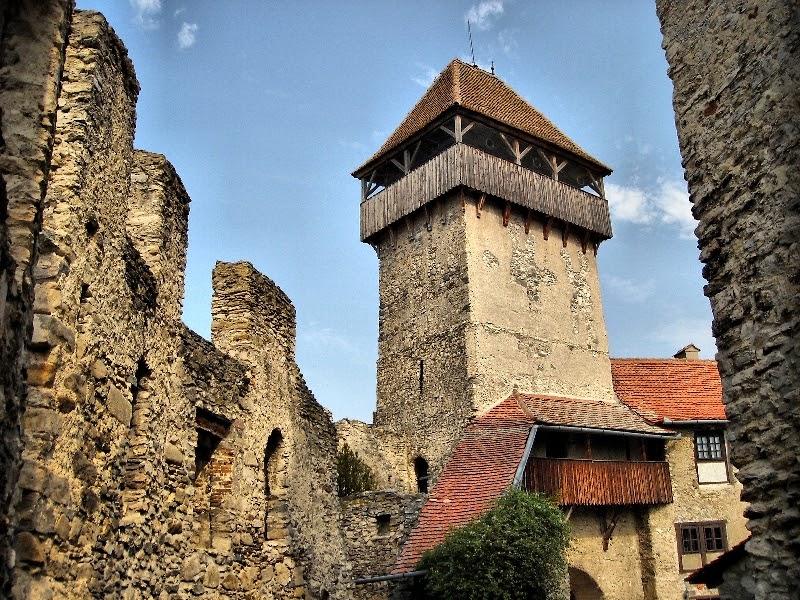 Biserica fortificată de la Câlnic