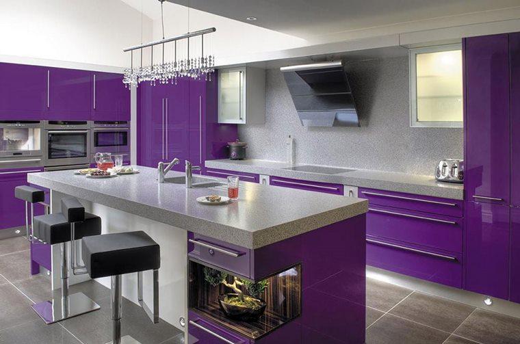 Culoare 2018 bucatarie violet