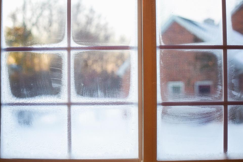 spălați geamuri iarna