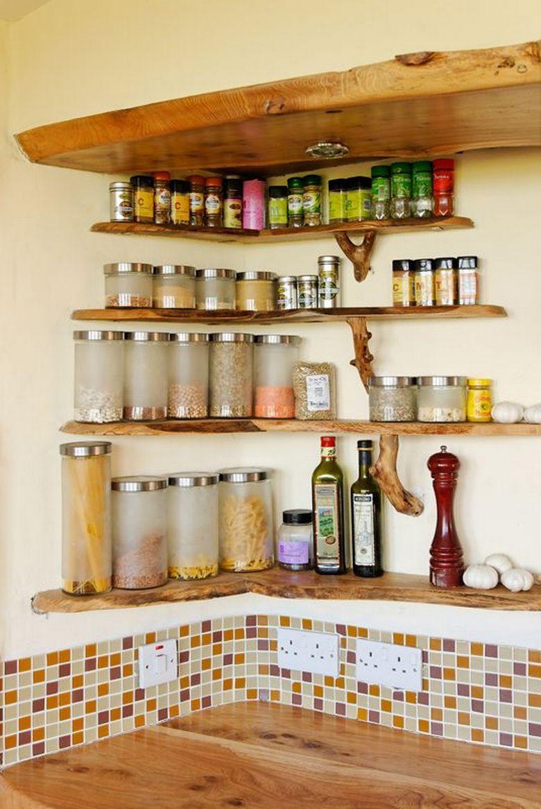 rafturi deschise în bucătărie