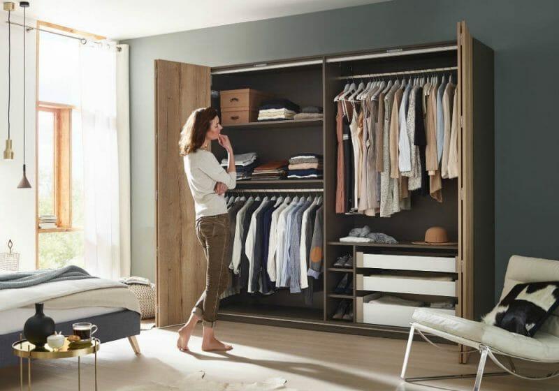 depozitarea hainelor în dulap