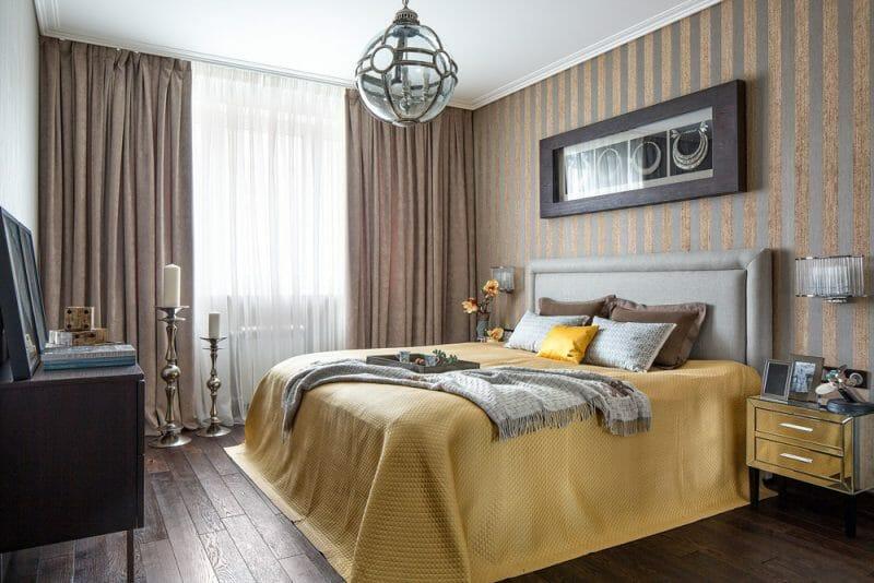 dormitor cu accente metalice