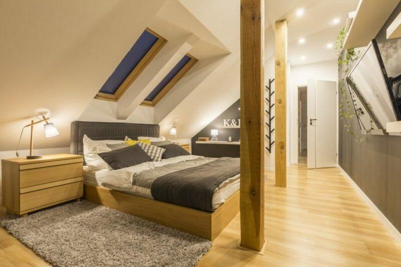 dormitorul de la mansardă
