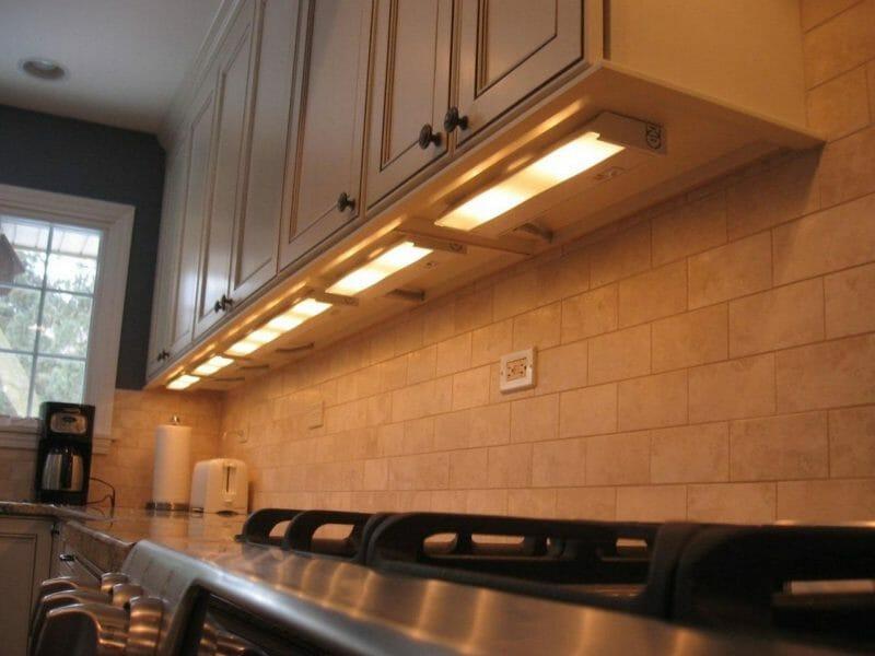 iluminarea blatului de lucru in bucatarie