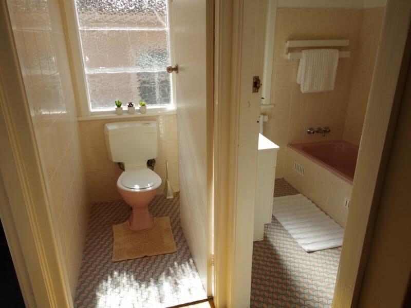 toaleta separata de baie